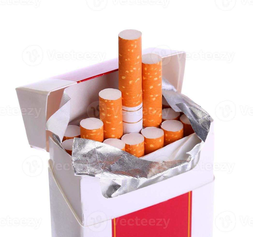 pacchetto di sigarette isolato foto