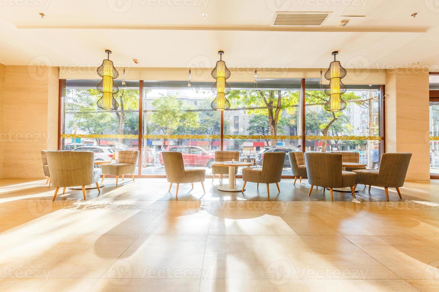 pavimento luminoso e decorazione interna del ristorante foto