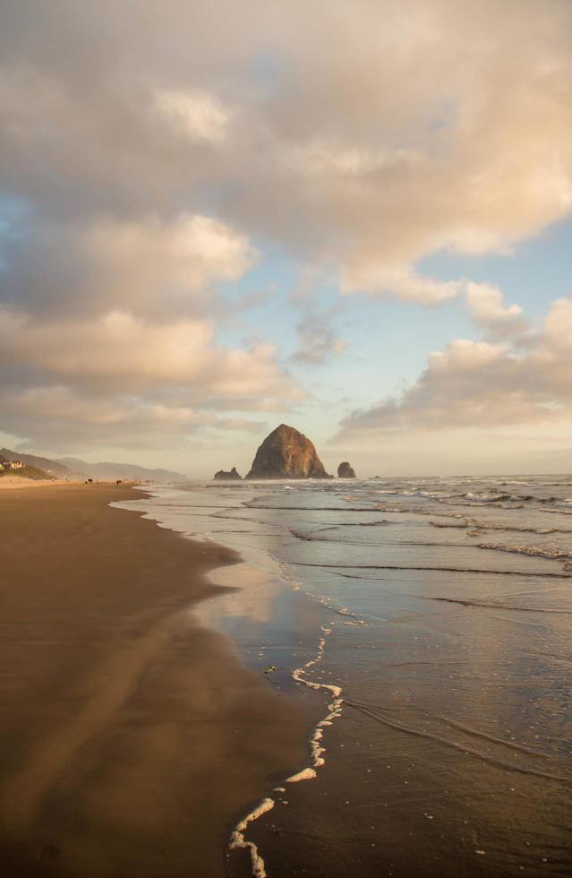 pagliaio rock sulla spiaggia di cannone foto
