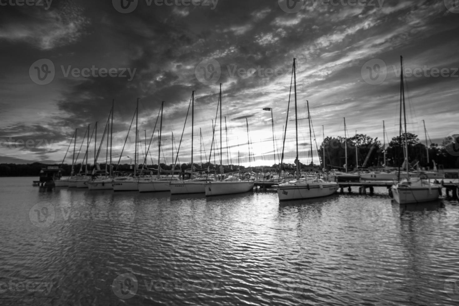 yacht boat nei porti alla sera foto