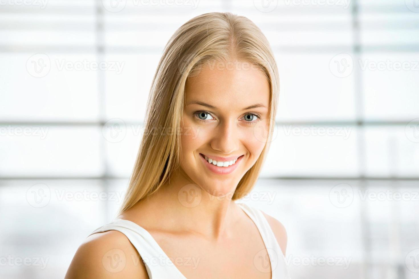 bella donna bionda foto