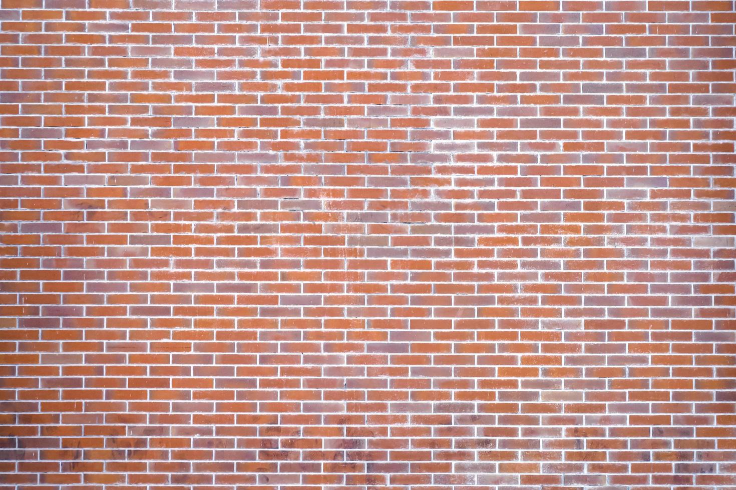 muro di mattoni arancione e rosso foto