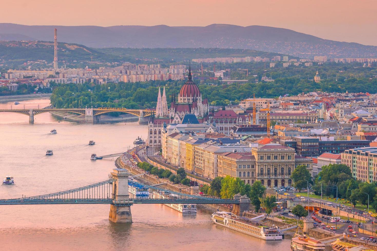 skyline del centro di budapest in ungheria foto