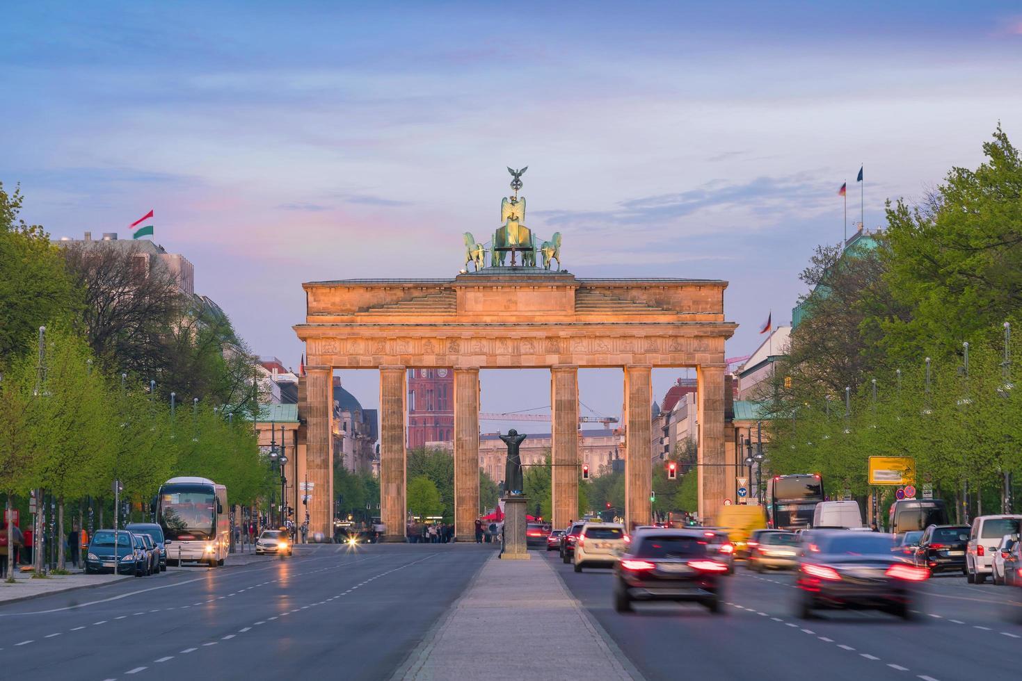 la porta di brandeburgo a berlino foto