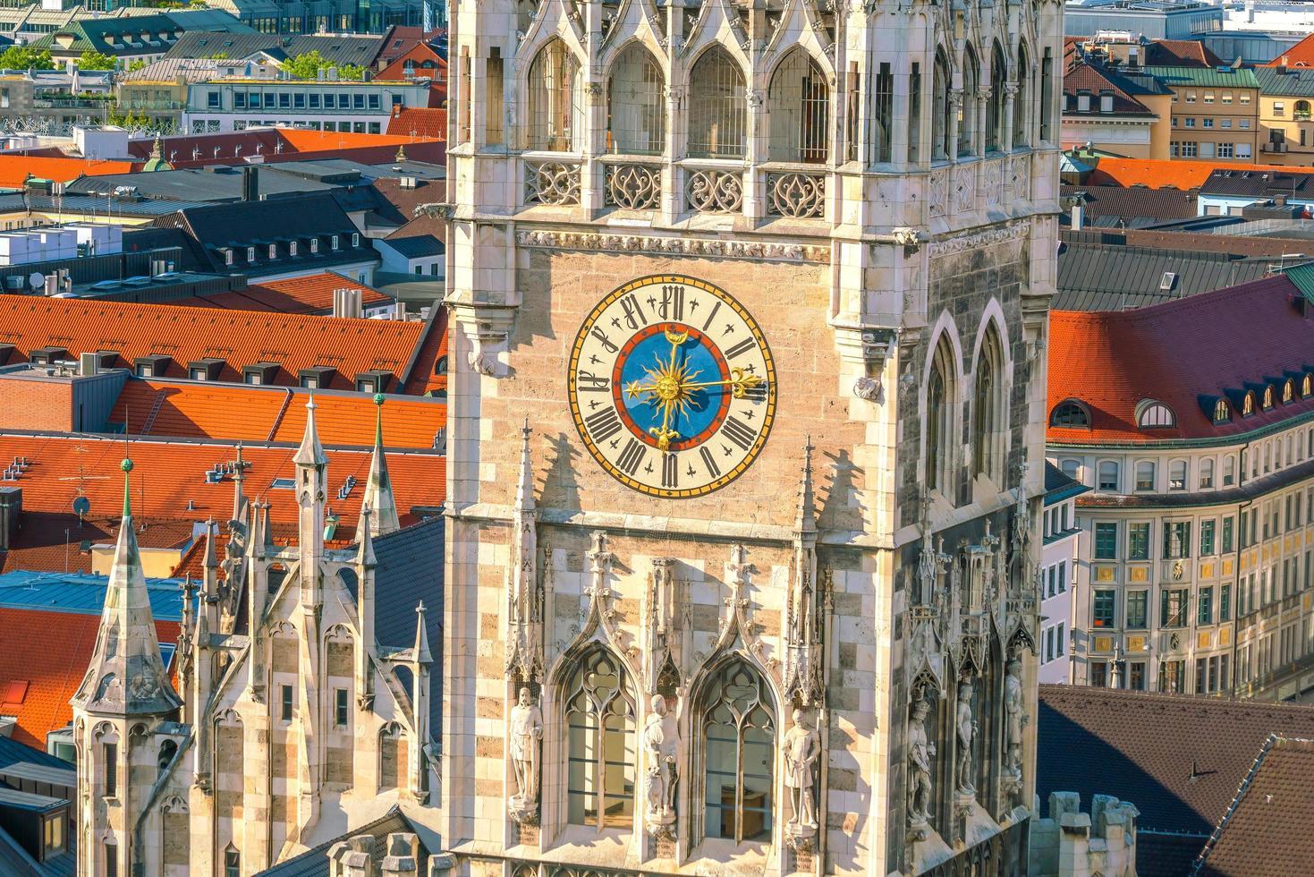 Marienplatz municipio torre dell'orologio foto