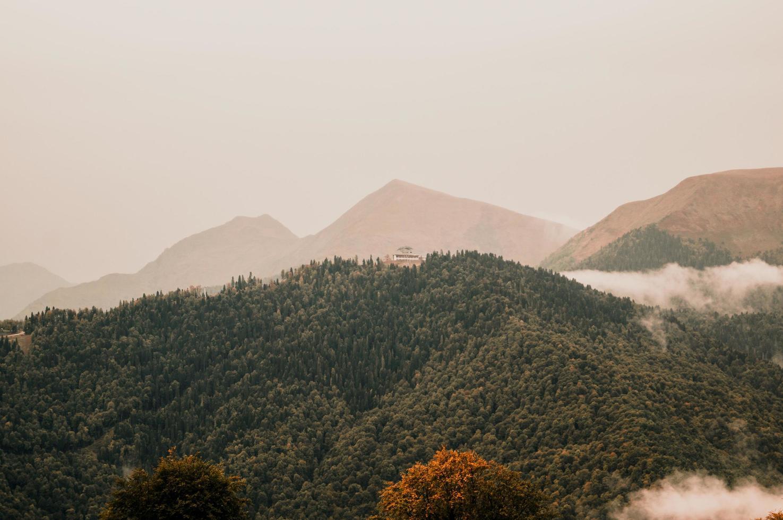 autunno nelle montagne krasnaya polyana foto