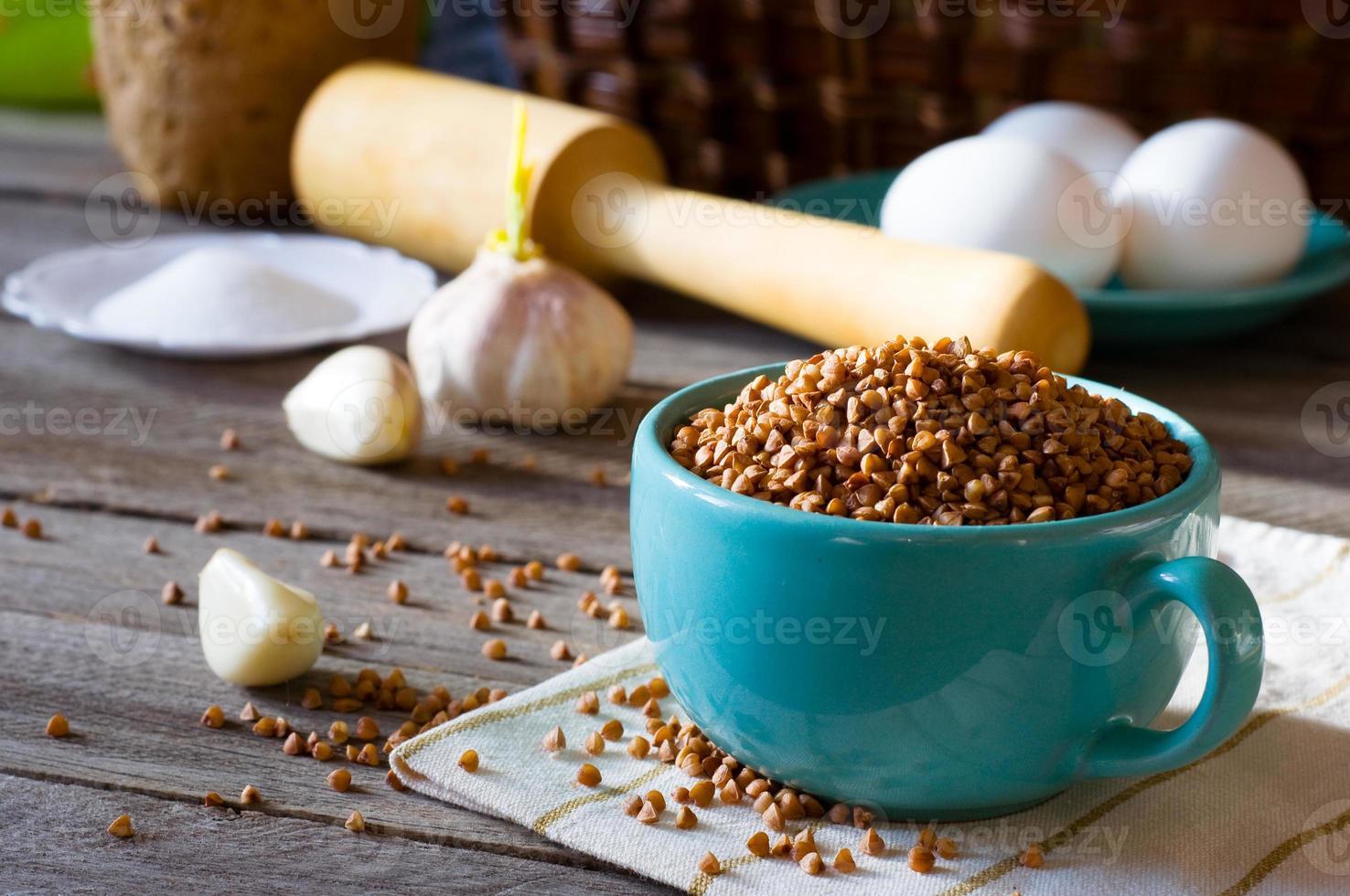 grano saraceno in una tazza, foto