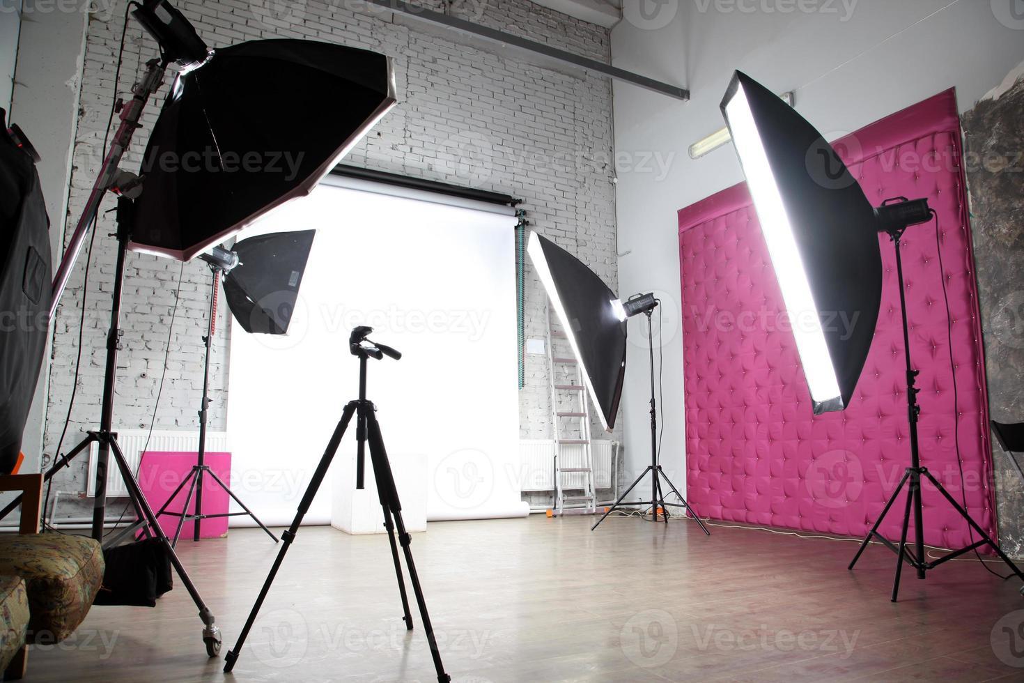 interno di un moderno studio fotografico foto