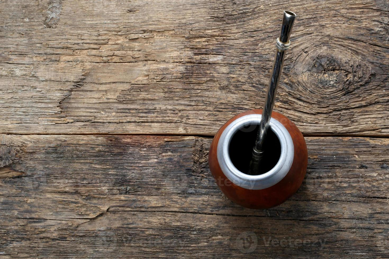 compagno di tè su fondo in legno foto