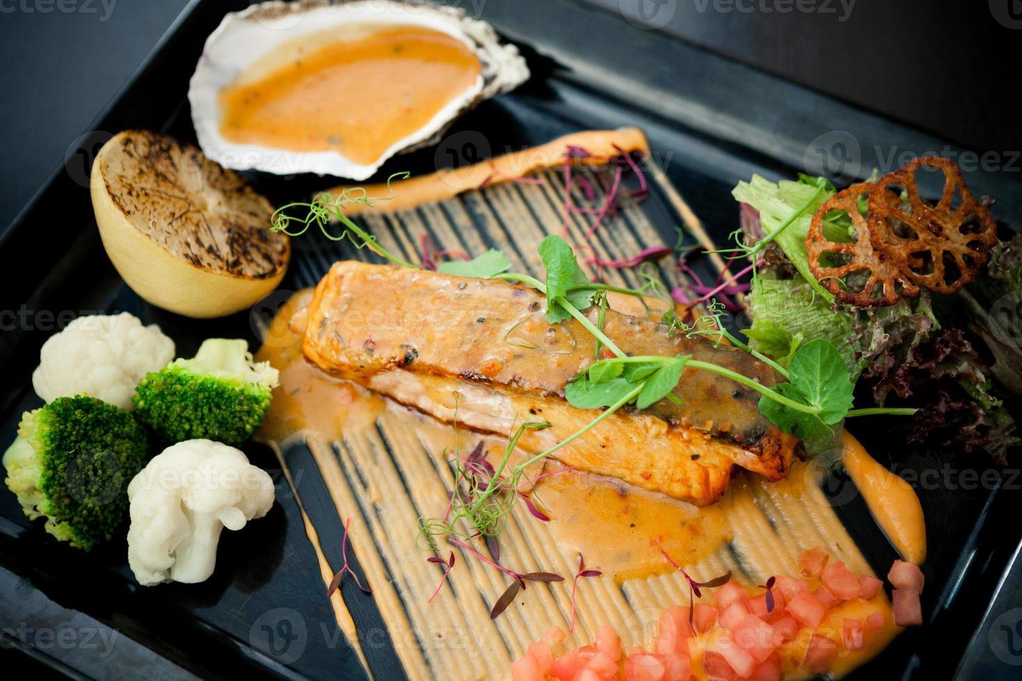 salmone grigliato foto