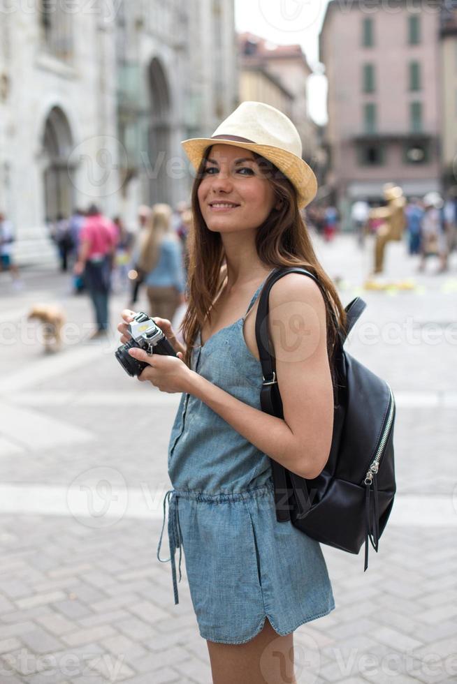 ragazza attraente scattare foto