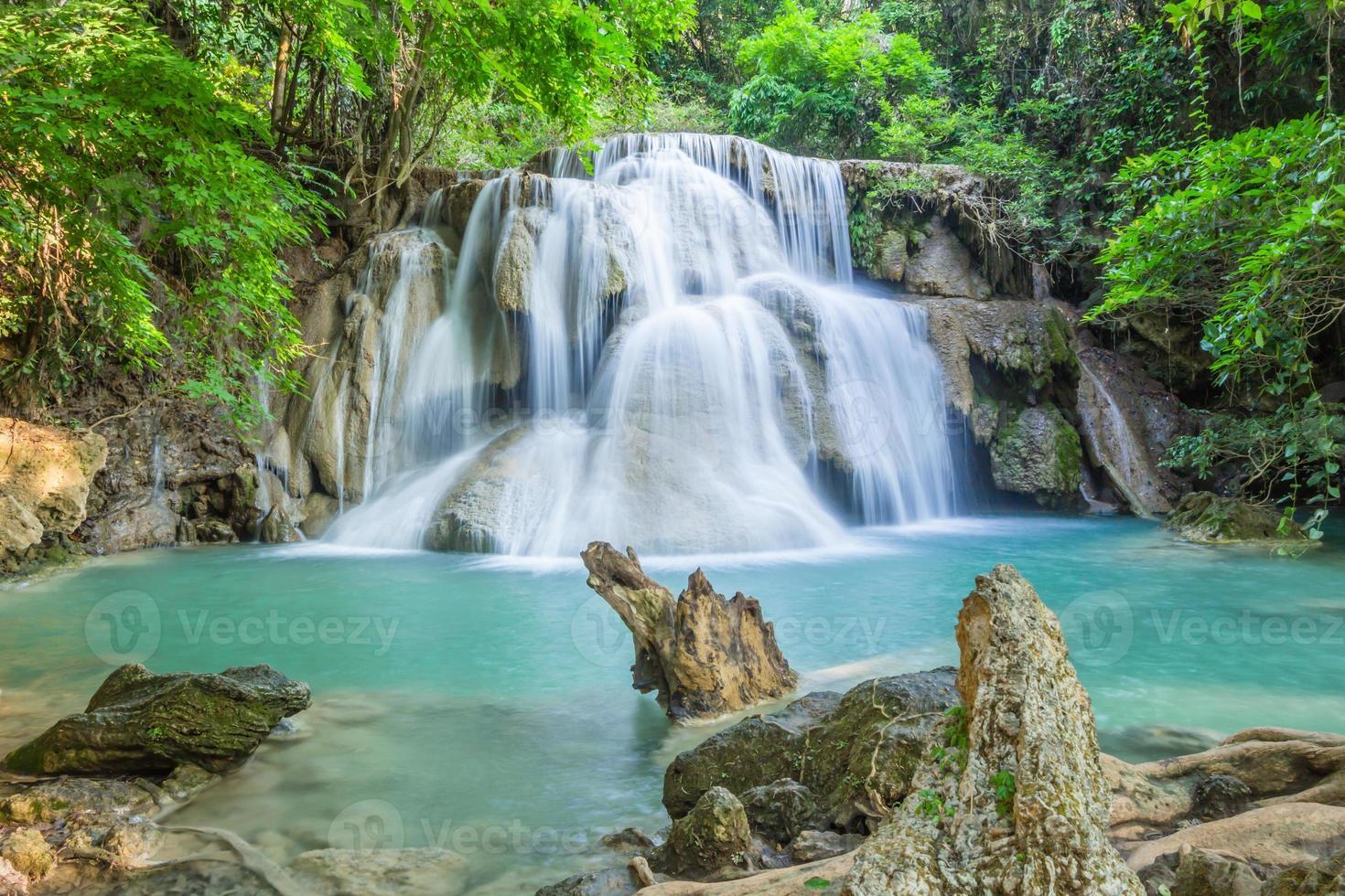 cascate nella foresta profonda della thailandia foto