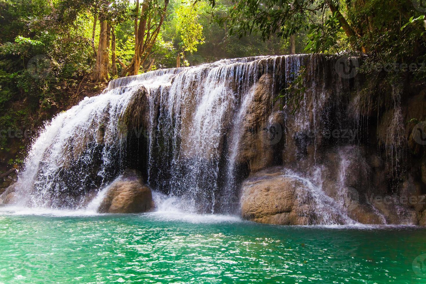 cascata di erawan, kanchanaburi, thailandia. foto