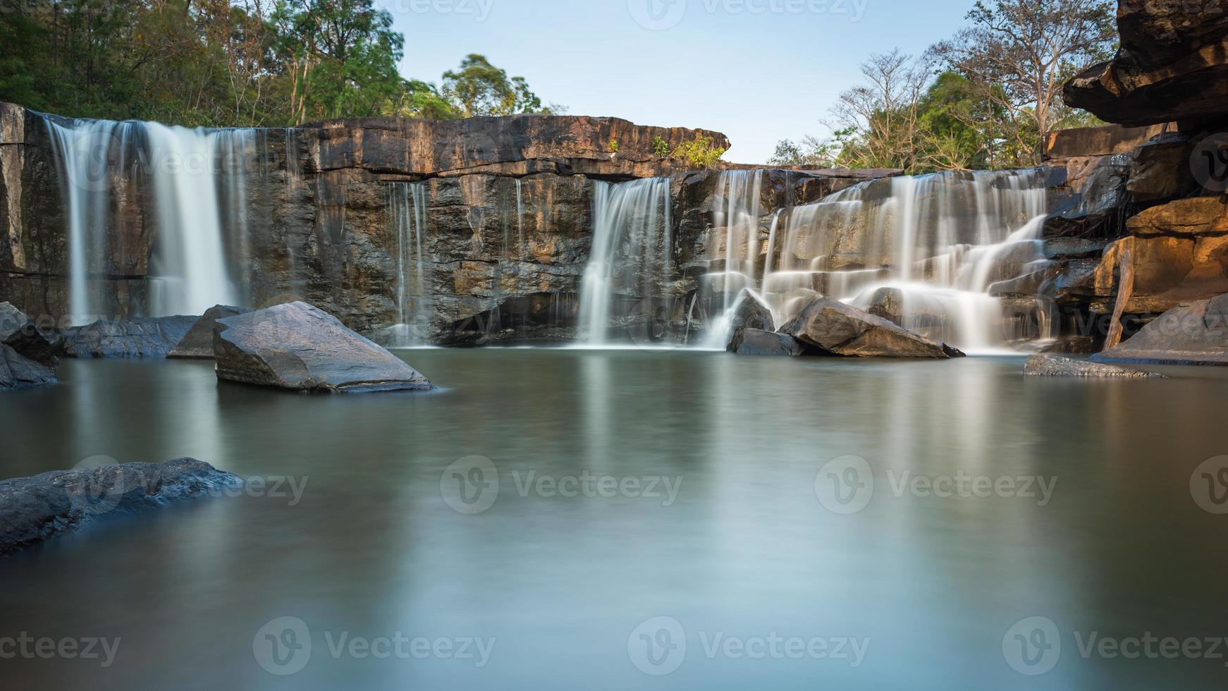un po 'di cascata di pietra foto