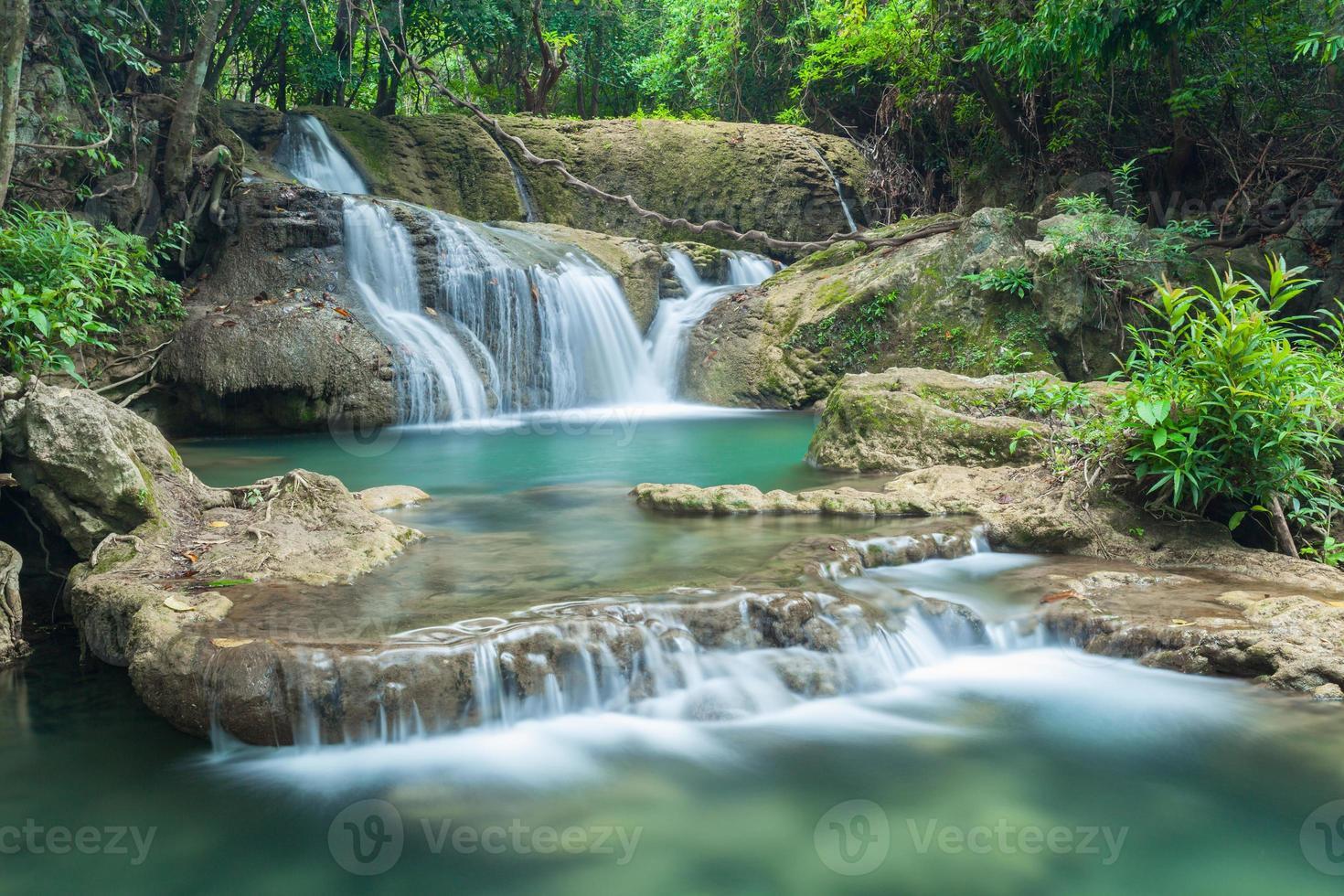 bella cascata a Kanchanaburi (Huay Mae Kamin) foto
