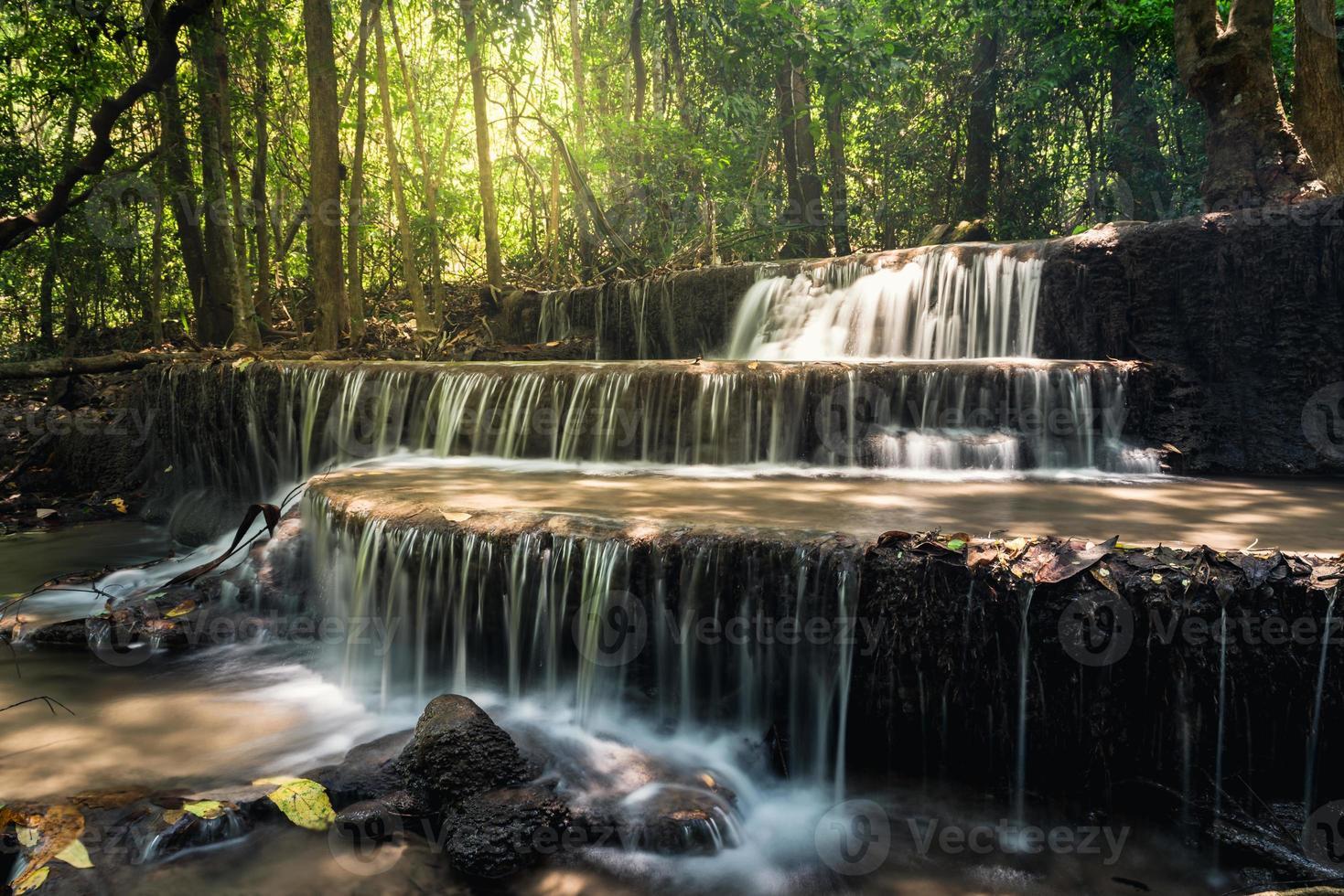 """Cascata """"huay mae kamin"""" nella provincia di kanchanaburi, thailandia foto"""