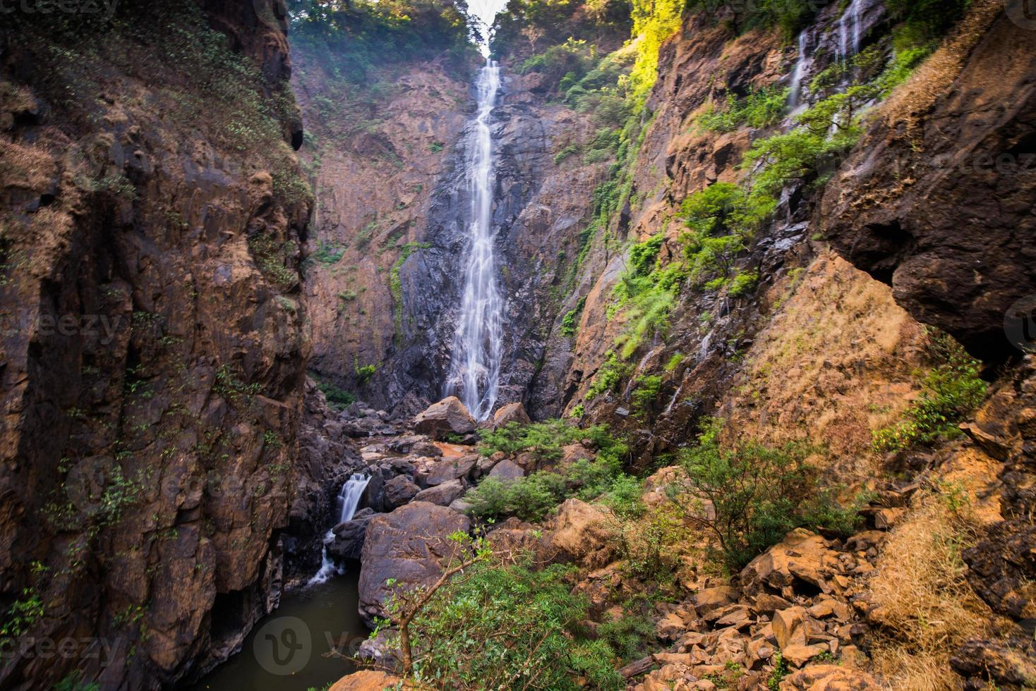 vista frontale della cascata di dabbe foto