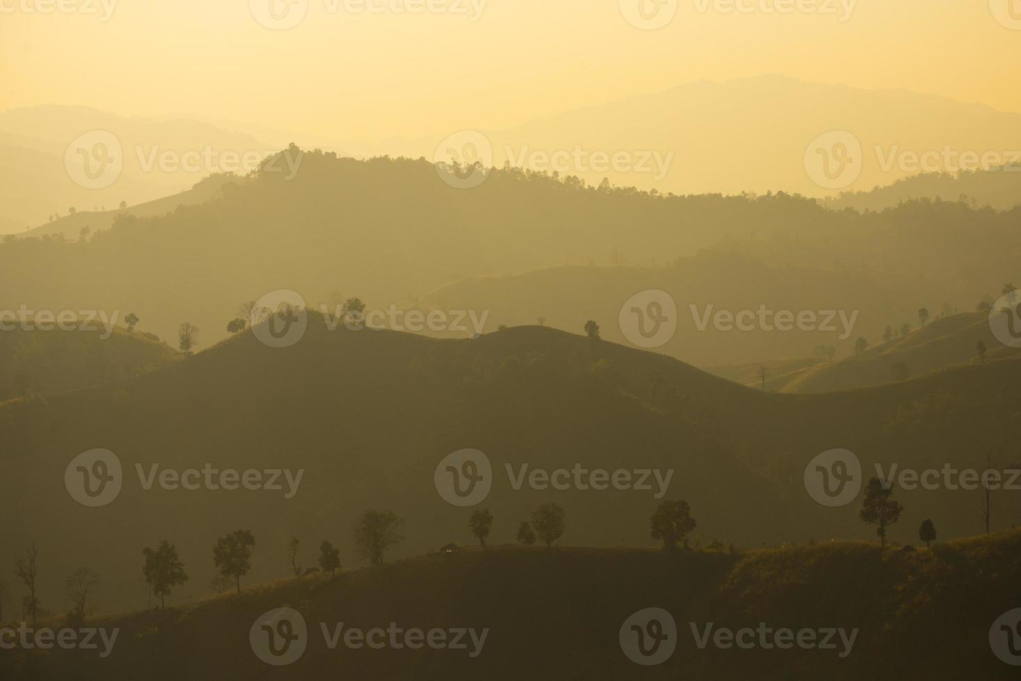 la montagna panoramica in Thailandia è la più bella foto