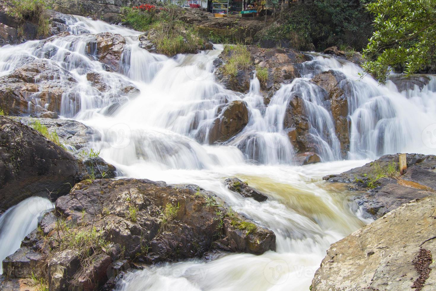 Datanla cascata nella città di da lat (dalat), vietnam foto