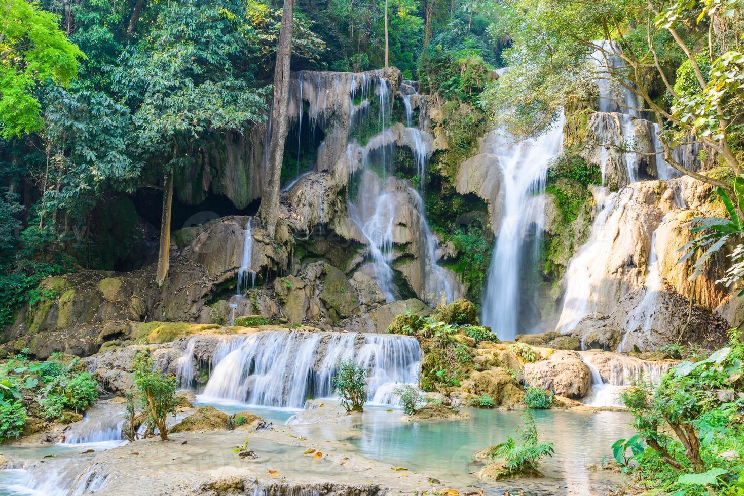 cascata Kouangxi a Luang Prabang in Laos. foto