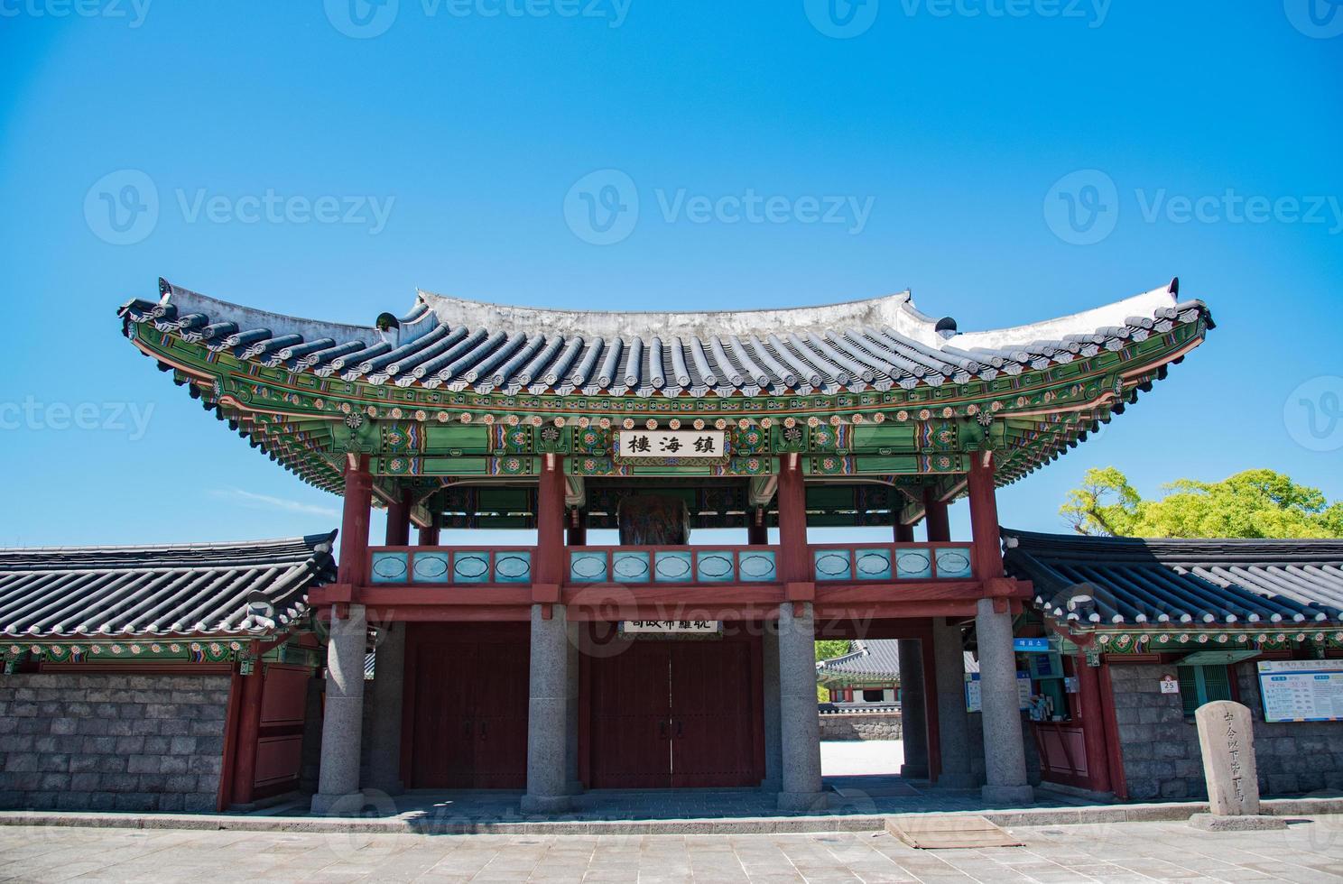 padiglione gwandeokjeong, isola di jeju, corea foto