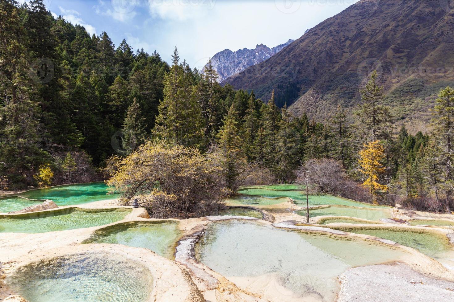 parco nazionale di huanlong nella provincia di sichuan, in cina foto