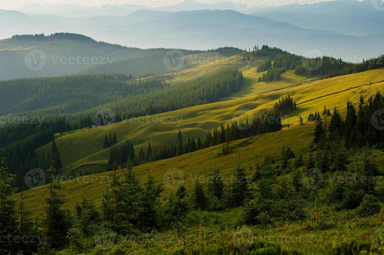 montagne carpatiche foto