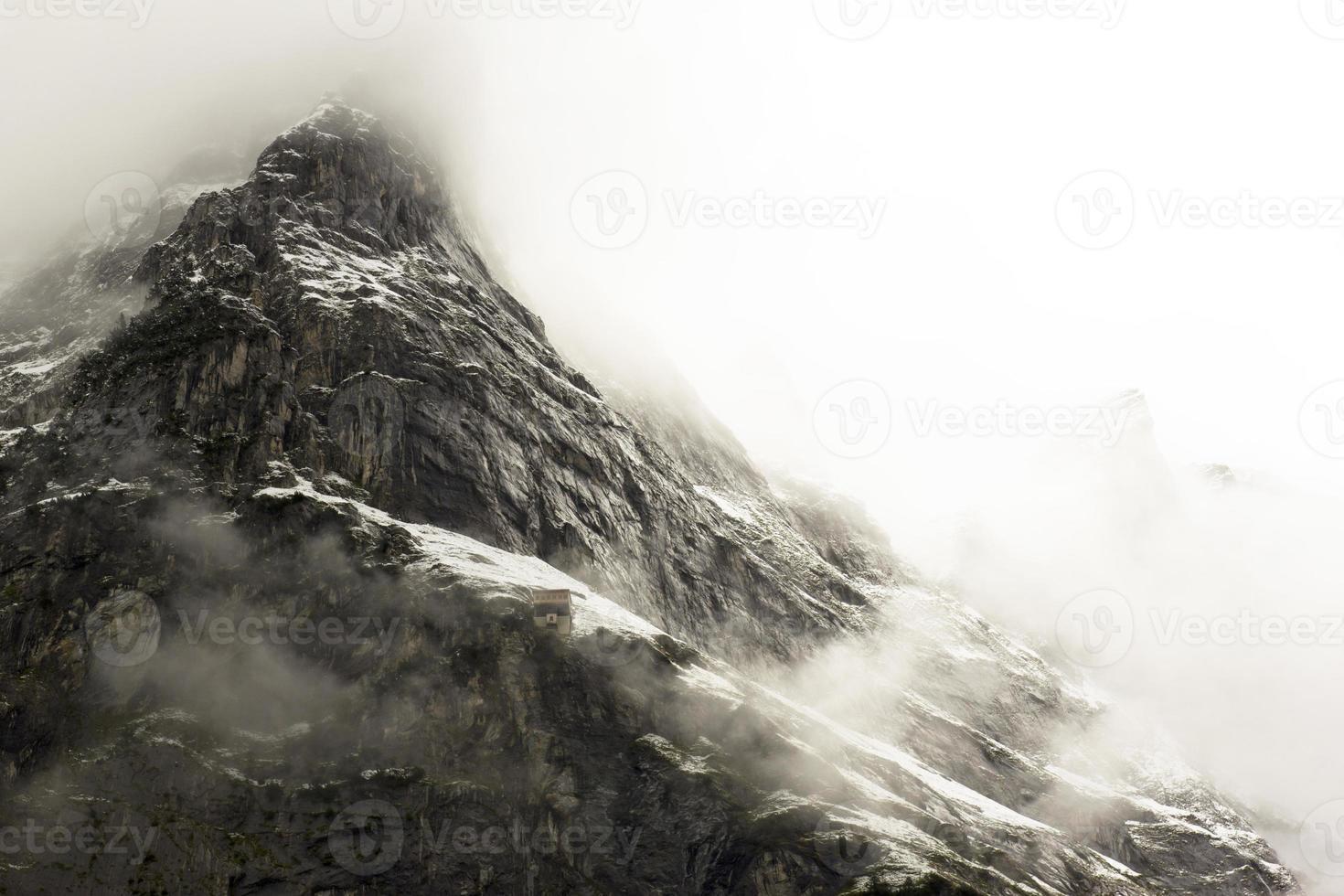 montagna all'alba foto