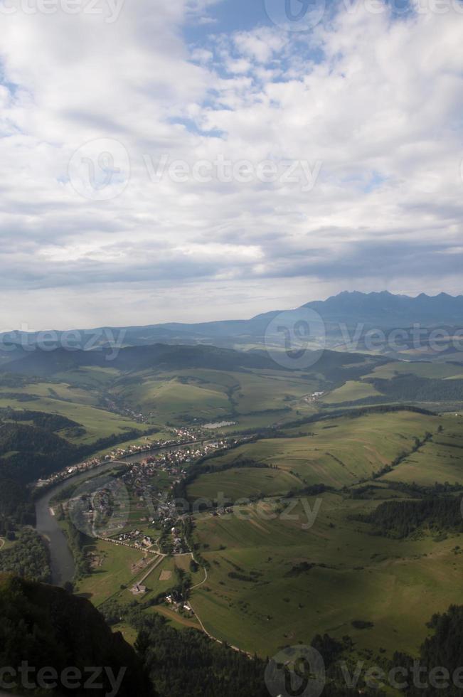 il fiume nella valle foto