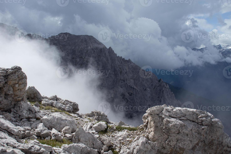 nebbia nelle alpi foto