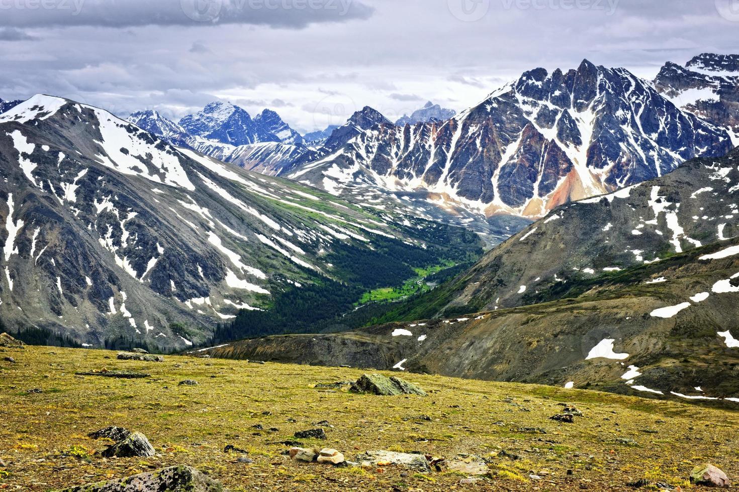 montagne rocciose nel parco nazionale di jasper, canada foto