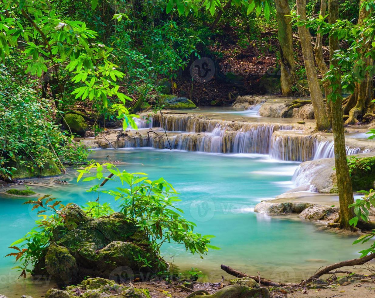 cascata di erawan, kanchanaburi, thailandia foto