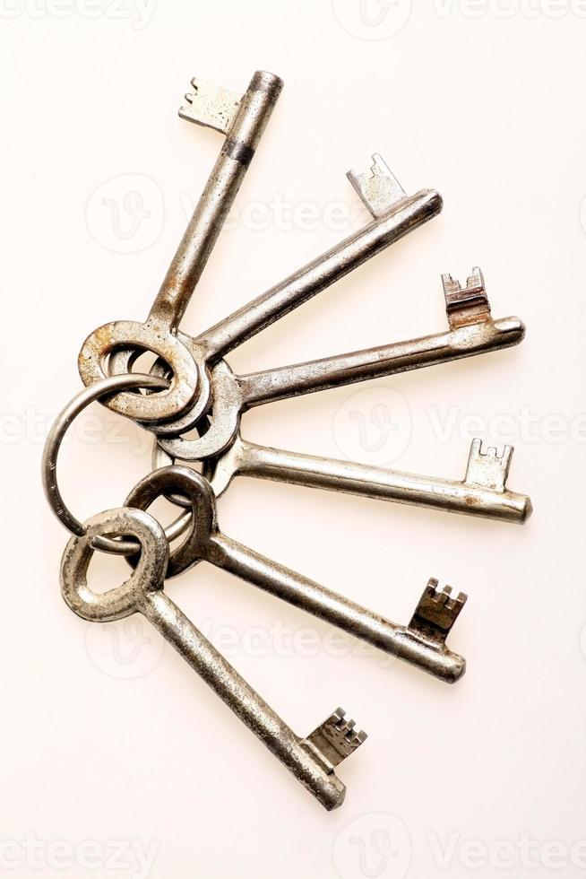 vecchie chiavi della porta foto