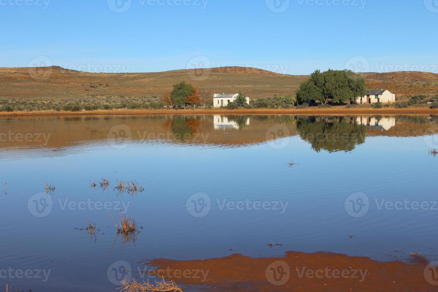 riflessione della diga del karoo foto