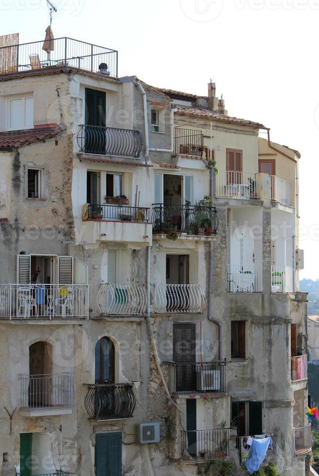 vecchie case, tropea, sud italia foto