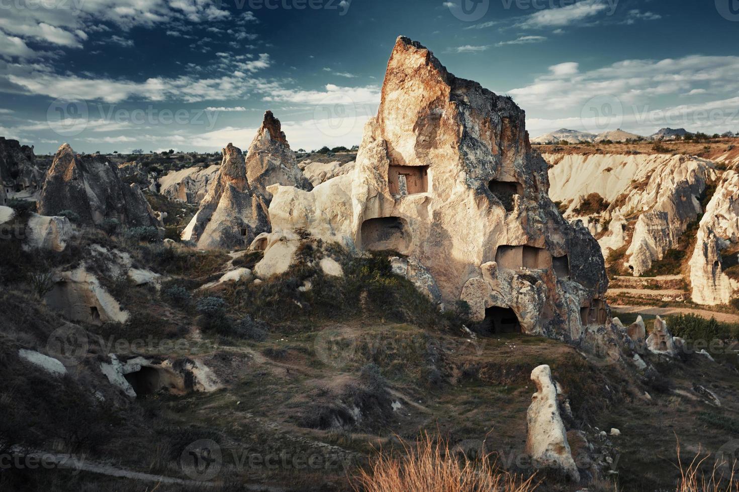 antiche case in pietra della cappadocia foto