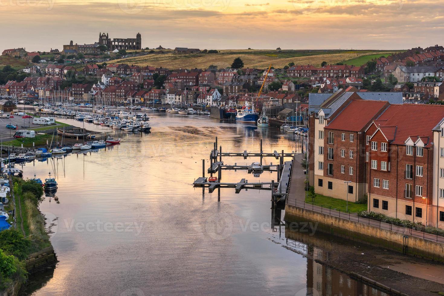 Whitby sulla costa dello Yorkshire settentrionale foto