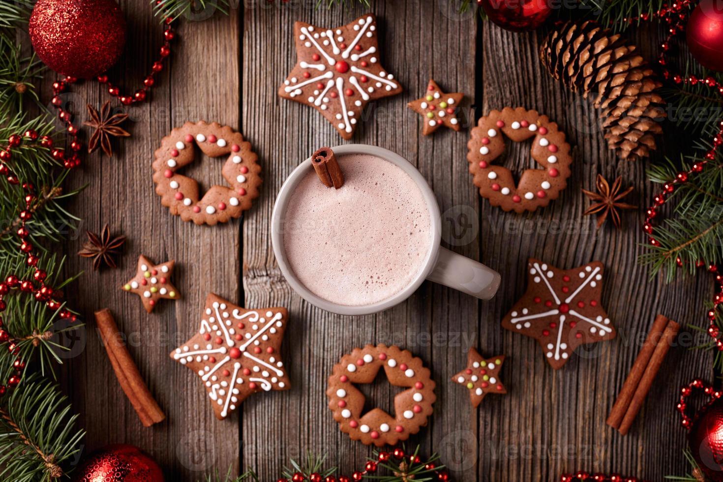 tazza di cioccolata calda o cacao con stelle e tondo foto