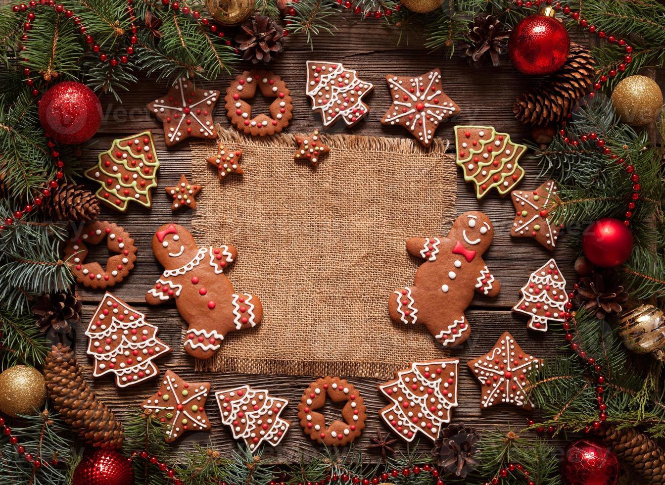 cornice di Natale spazio vuoto per il testo di progettazione con biscotti di pan di zenzero foto