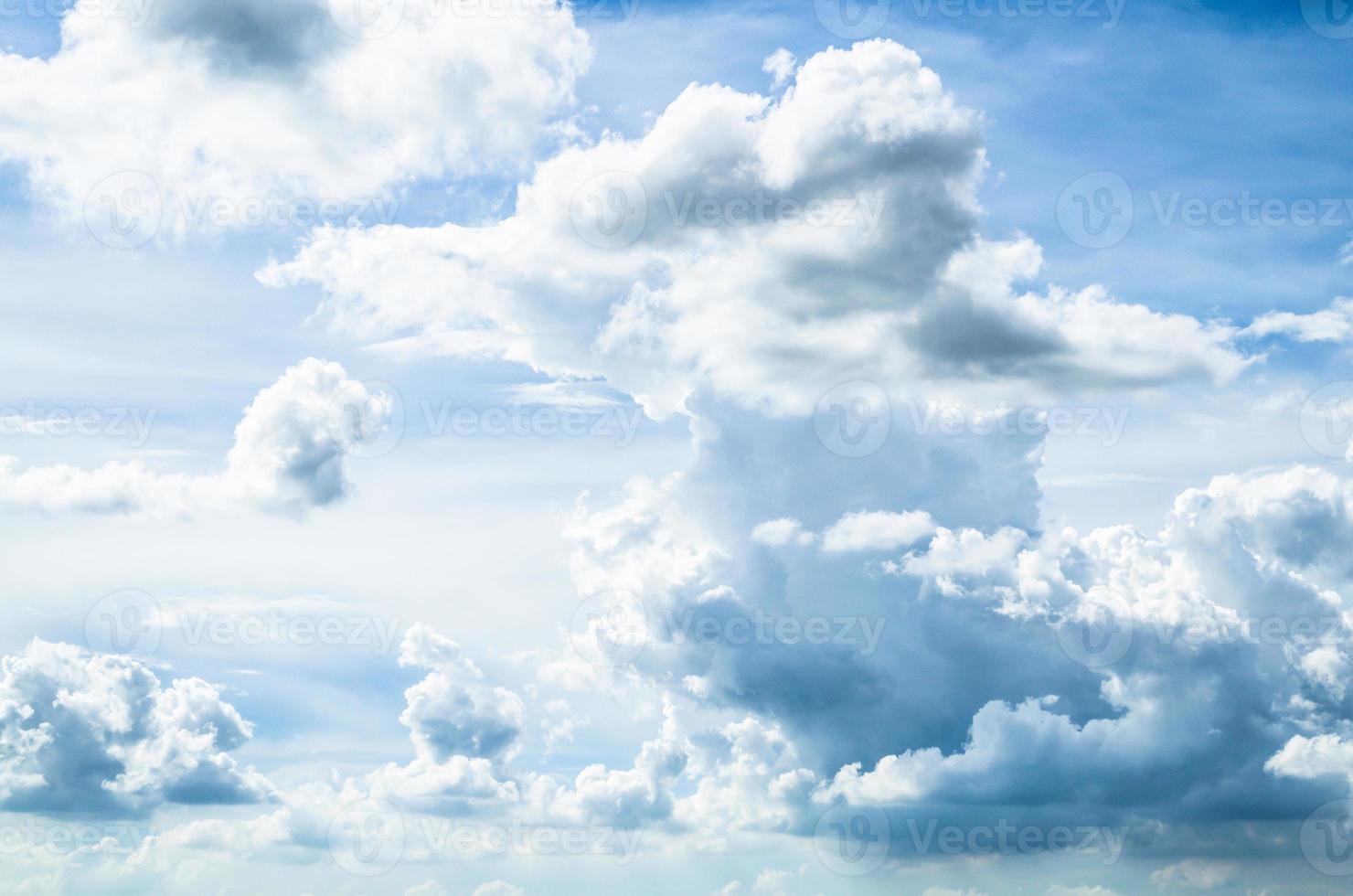 cielo nuvoloso in estate foto