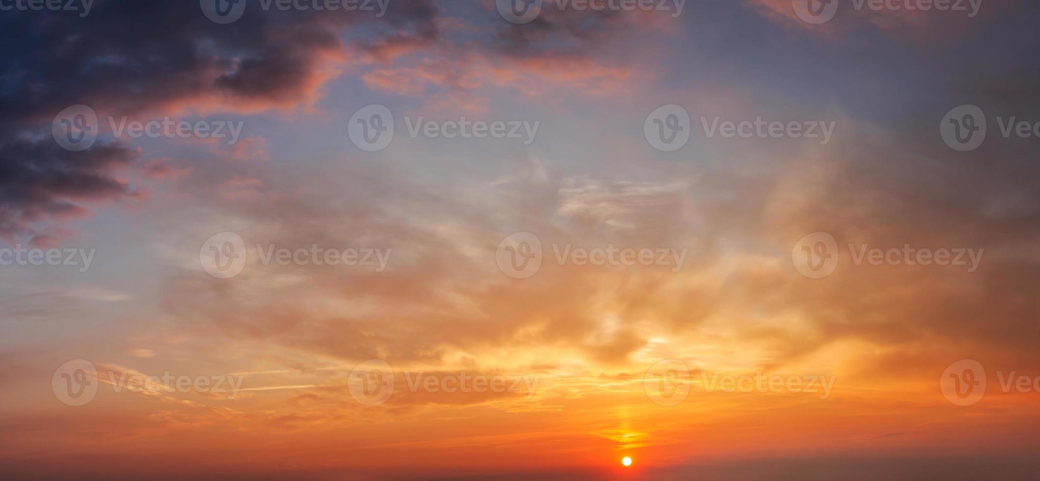 cielo serale con nuvole foto