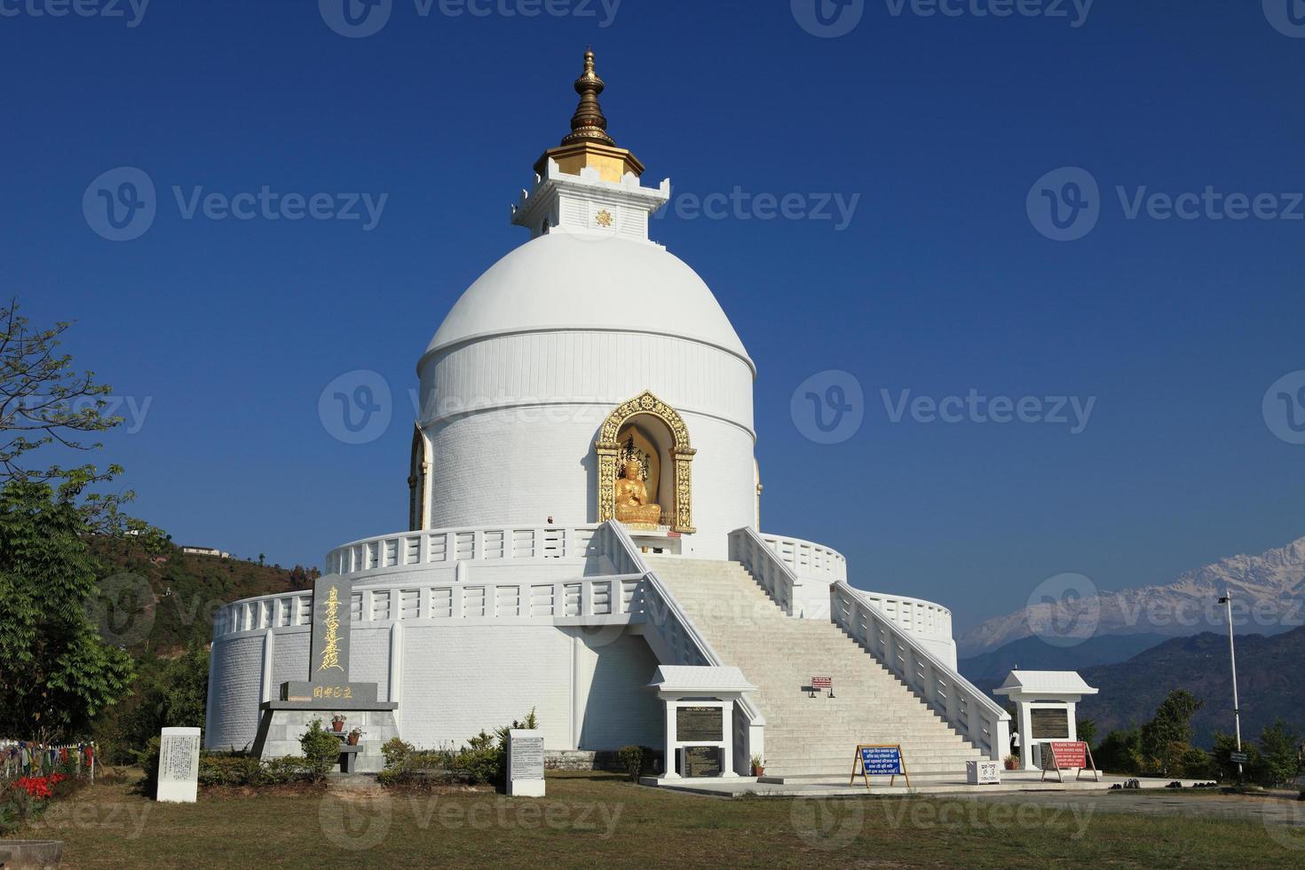pagoda della pace nel mondo in nepal foto
