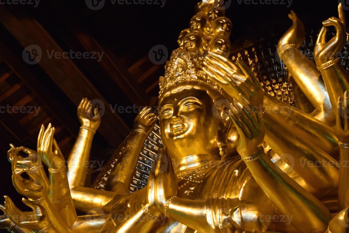 statua d'oro del buddha foto