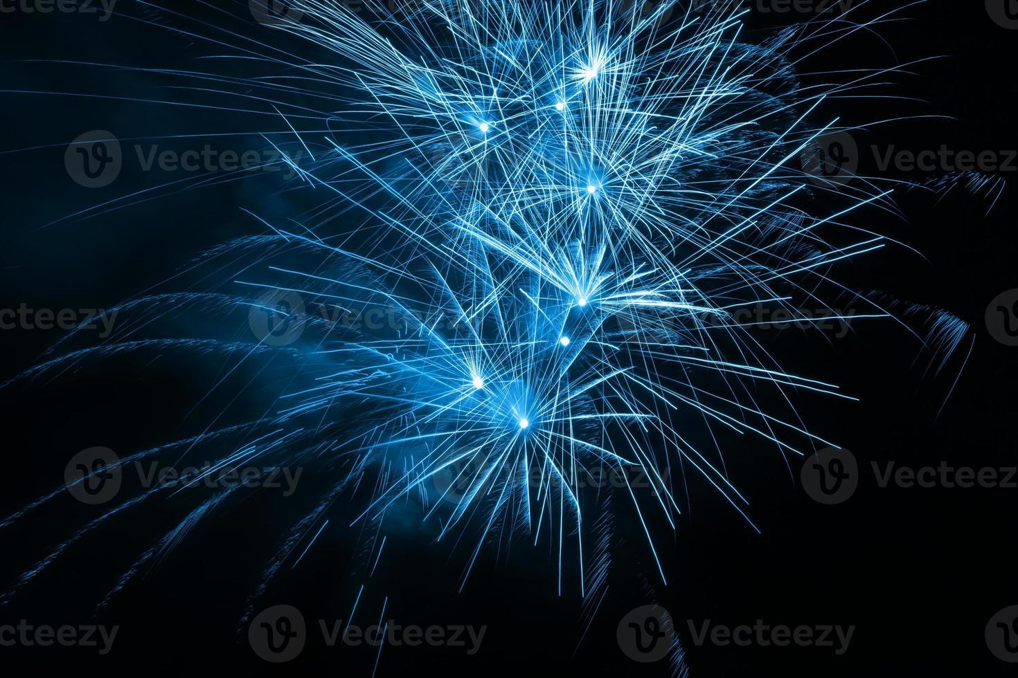 fuochi d'artificio nel cielo notturno foto
