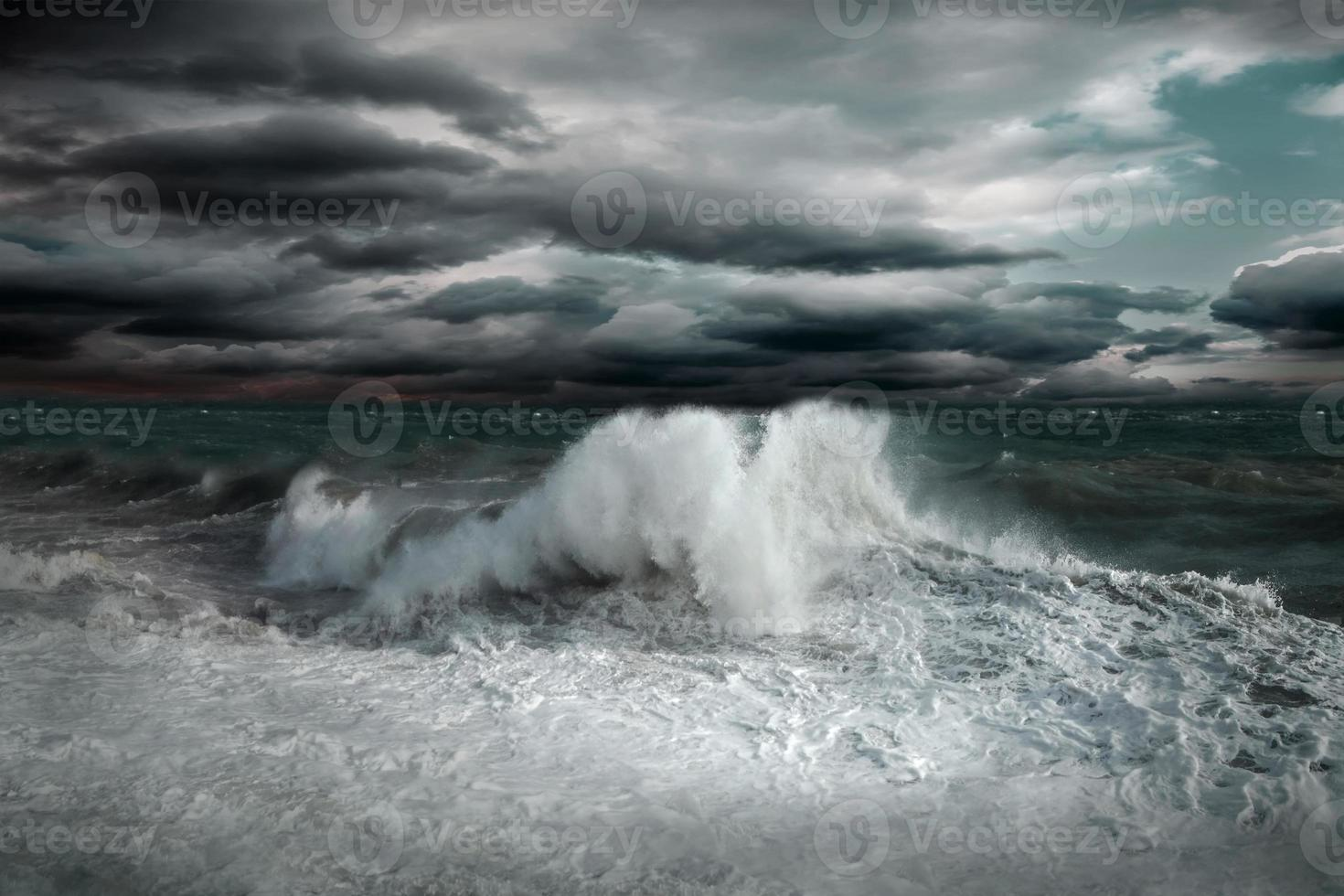 vista del paesaggio marino tempesta foto