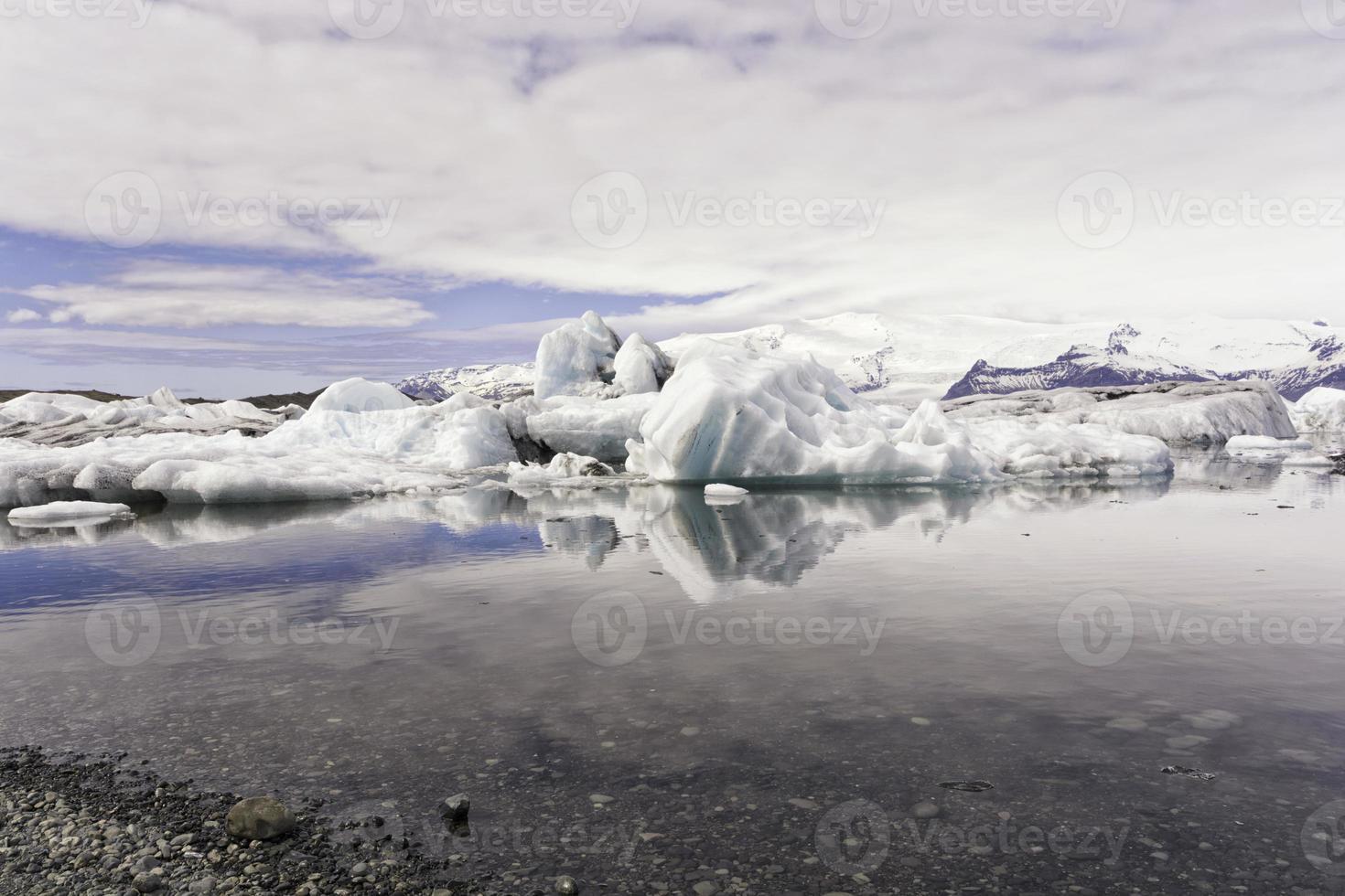 ghiaccio sulla spiaggia foto