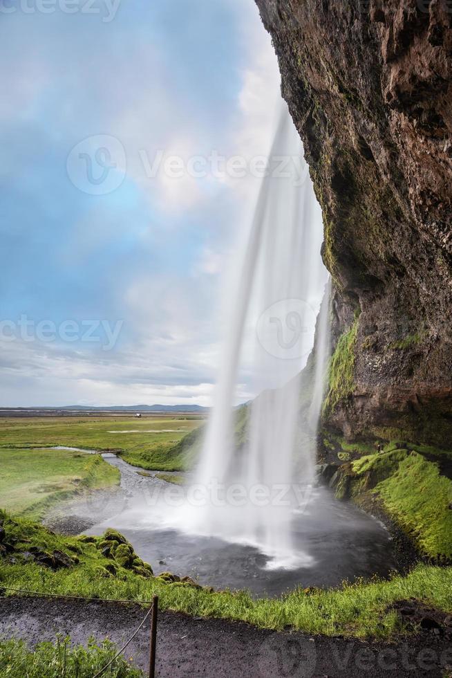 passaggio sotto la cascata foto