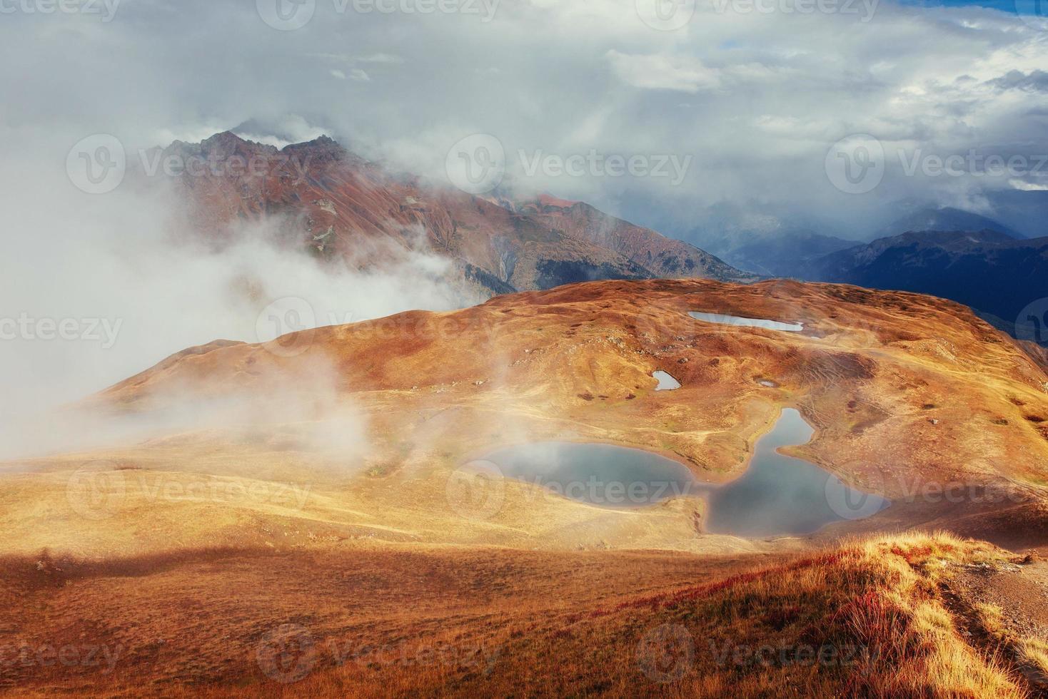 il pittoresco paesaggio di montagna. svaneti superiore, georg foto