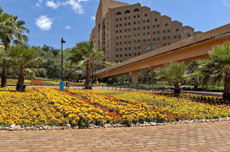 paesaggio con hotel a cascata nella città del sole foto