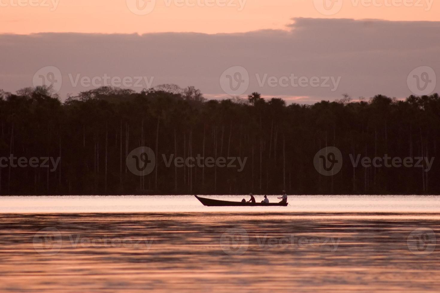 paesaggio del lago sandoval e barca foto